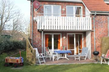 Terrasse und Garten 8 Gartenstühle vorhanden